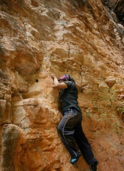 bare hand rock climbing in Hyderabad
