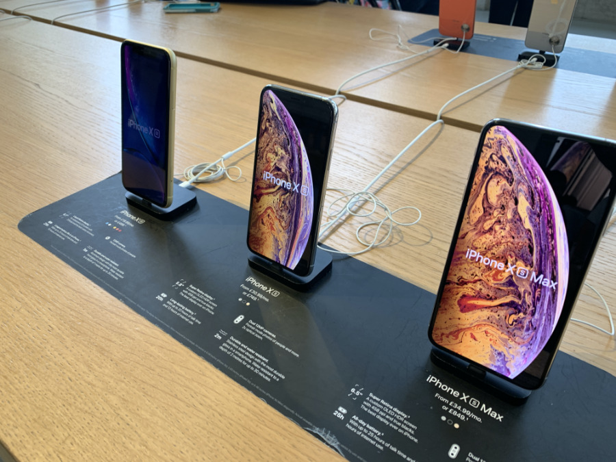 iPhone XS on display at Apple Store