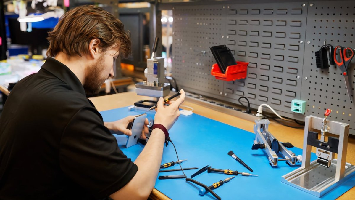 Right-to-repair heats up with FTC support. Photo credit: Apple