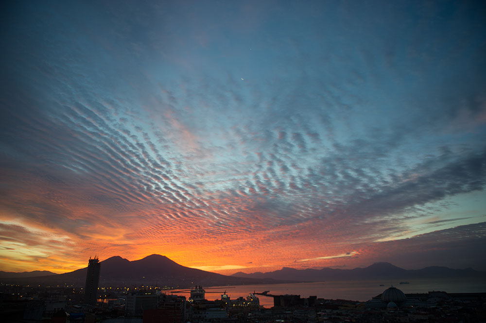 napoli, italy, sunrise, morning, night, vesuvius, vulkan, sunshine, red, blue, bay of naples