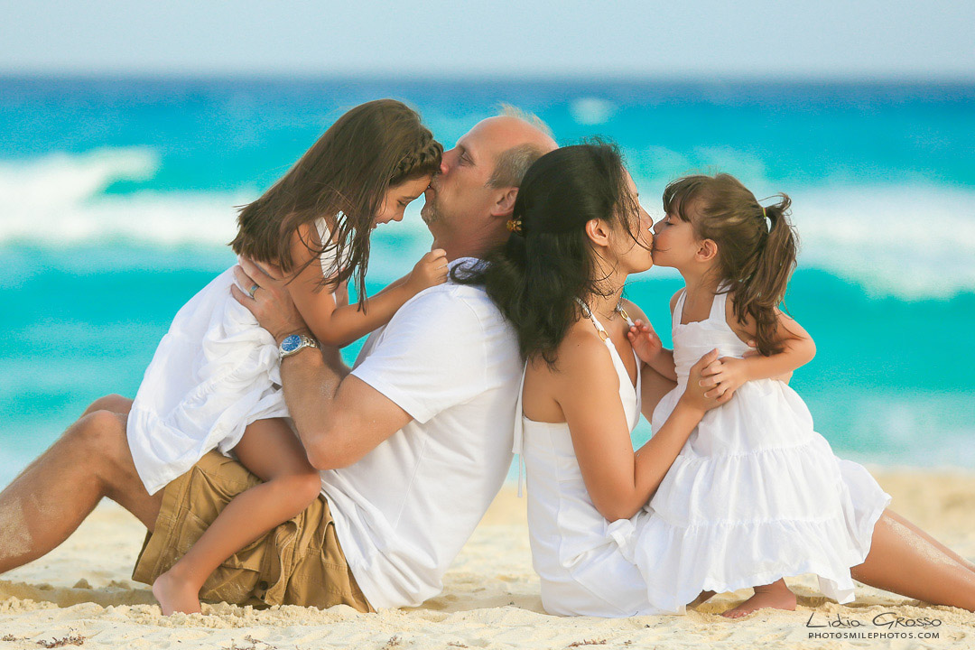 Best family portraits Cancun, Royal Sands Cancun outside Photographer, Vacation family photos, beach portraits Cancun