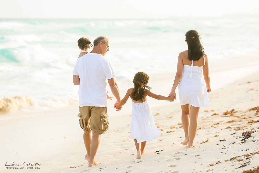 Best family portraits Cancun, Royal Sands Cancun outside Photographer, Vacation family photos, beach portraits Cancun