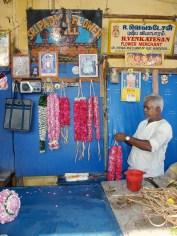 Vendeur écoliers de fleurs - Inde