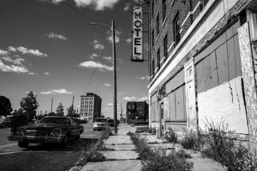 Aufgrund der Wirtschaftskrise und Ölkrise verlassenes, verwahrlostes Hotel in Detroit, USA. September 2015 // Due to economic crisis and oil crisis left and dilapidated hotel in Detroit, USA. September 2015