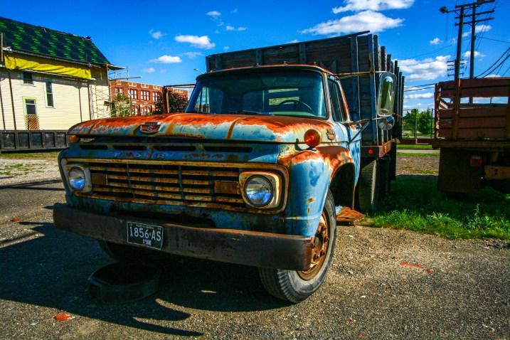 Rostiger oldtimer Lastwagen der Marke Ford in Detroit, USA September 2015 // Rusty old Ford Truck in Detroit, USA. September 2015