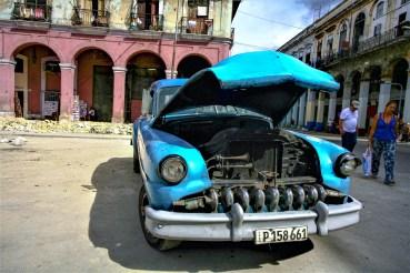 Altes Fahrzeug in den Straßen von Kuba, Havanna. November 2015 // Old calssic car in the streets of Havanna, Cuba. November 2015