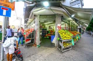Großer Gemüsehändler in Tel Aviv, Israel. Juli 2017 // Big vegetalbe store in Tel Aviv, Israel. July 2017
