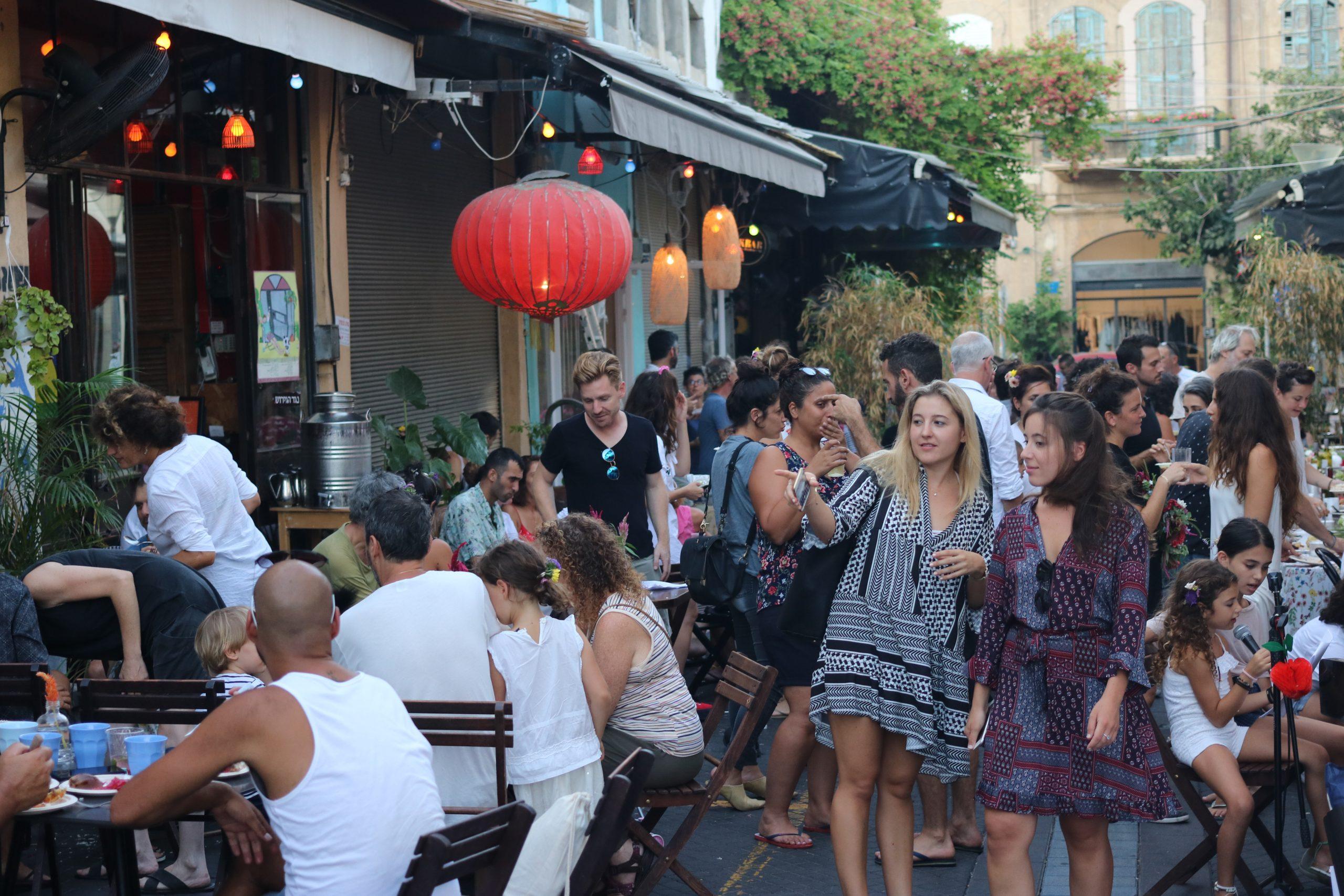 Street Photography: Birthday Party