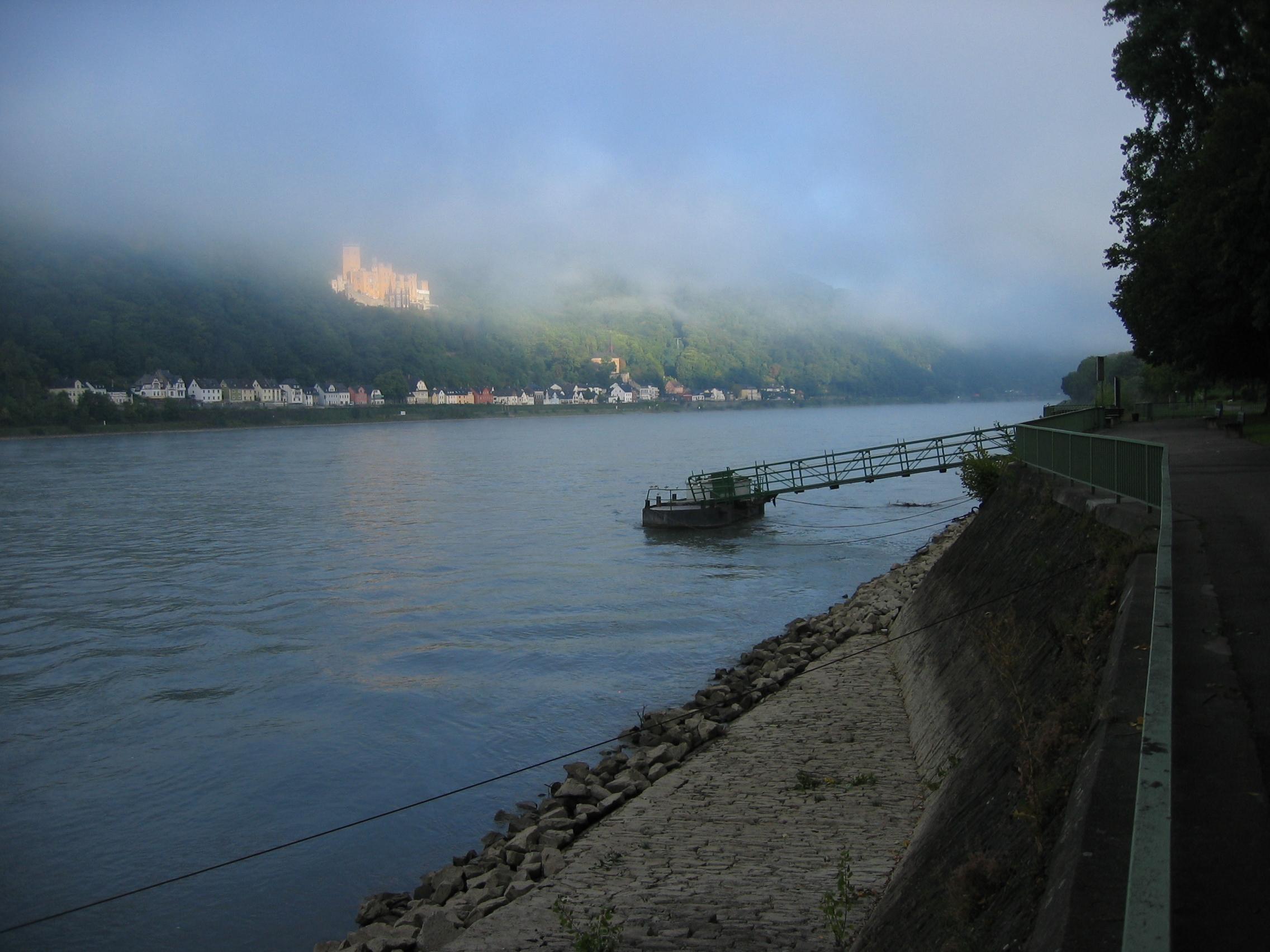 Nebel.im.Sommer.Schloss.Stolzenfels
