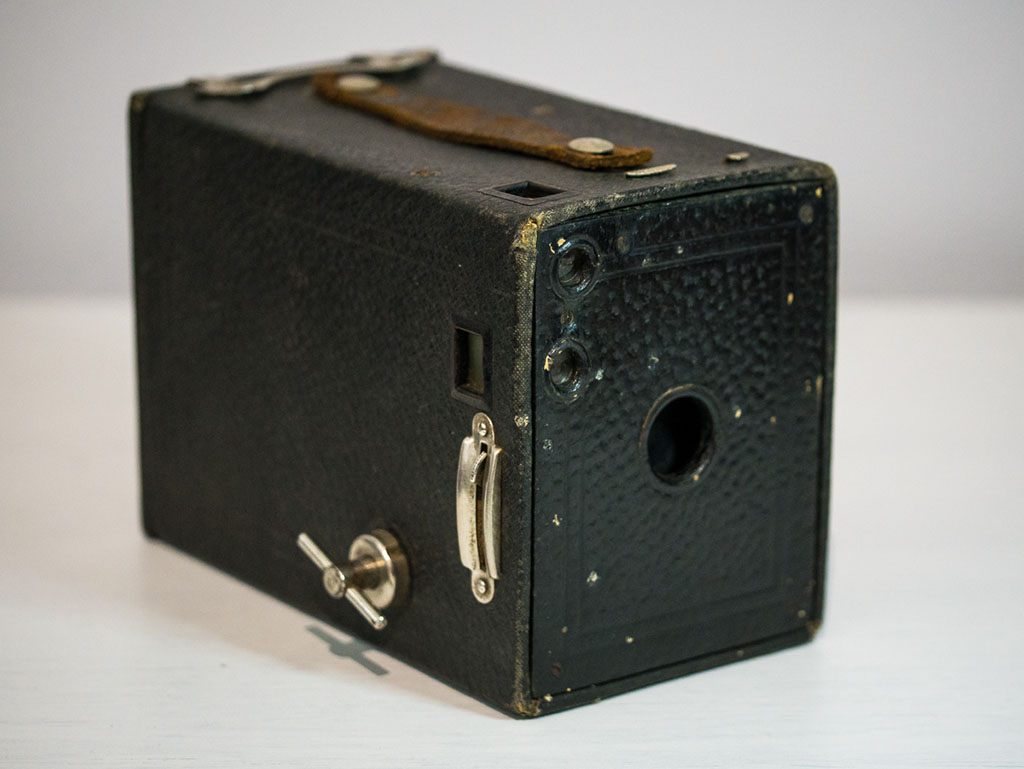 Kodak No. 2 Brownie Model E - Photographing outside of the box