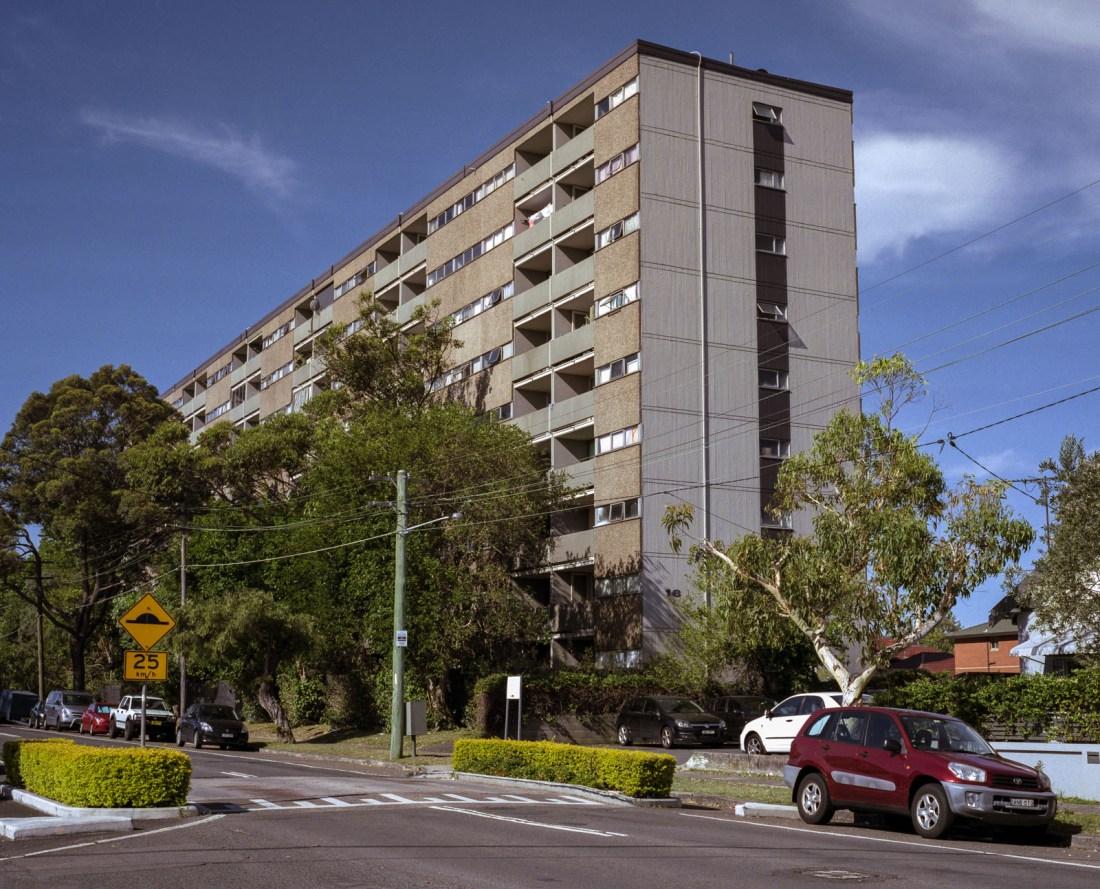 Council Apartments, Mamiya 7, 80mm f/4, Fujifilm Pro 400H