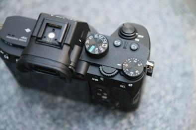 Sony A7 III : une poignée profonde et agréable (pour un hybride si compact)