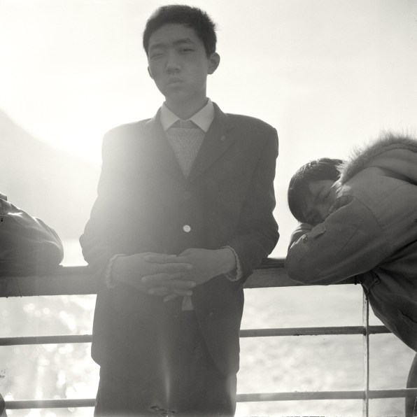 Garçon Employé Sur Un Bateau À Passagers Du Yangzi. © Mu Ge