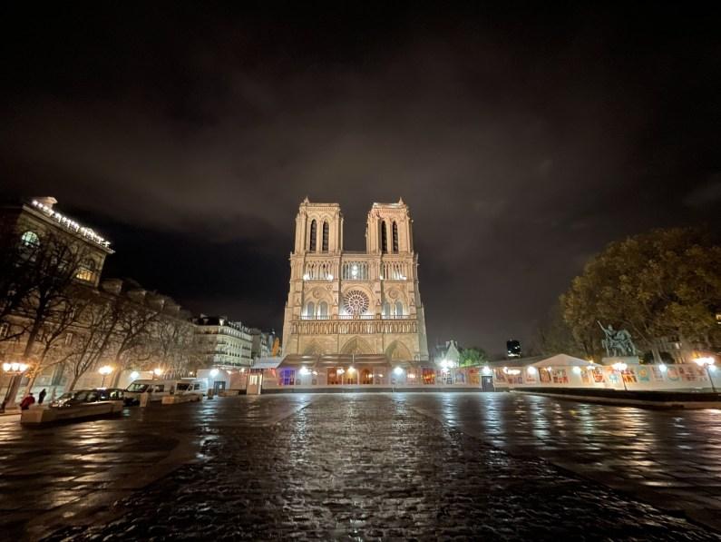 La cathédrale illuminée - iPhone 12 Pro Max, 13 mm, f/2,4, 1/8s, 640 ISO