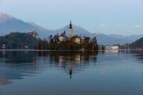 """Egykor pogány szentély állt a szigeten. Ma a Mária mennybemenetele templom """"lakja"""". Bled, Szlovénia"""