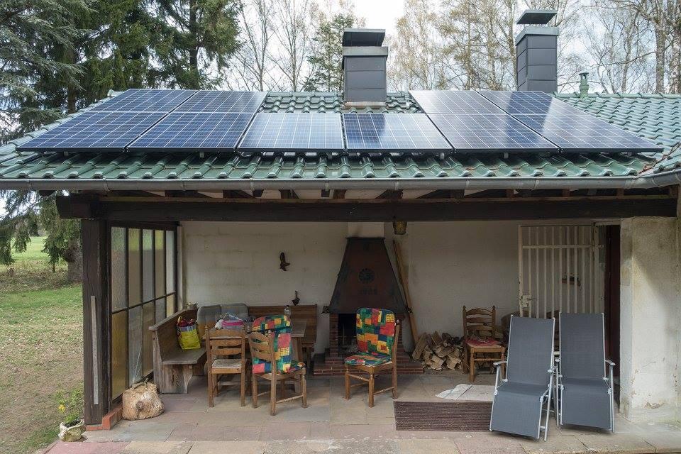 Steinalben, PV-Inselanlage mit BYD Speicher und CROSS TOOLS CPG 6000 Dieselaggregat(4,77 kWp, 9,8 kWh nutzbarer Speicherkapazität und Diesel 8,6 PS)