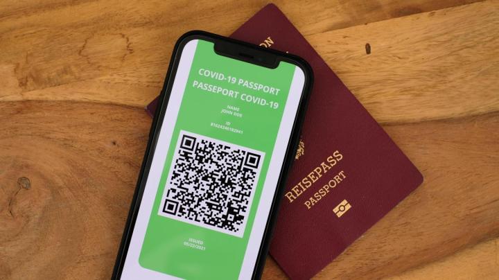 Sondage  : les Français sont majoritairement défavorables au passeport sanitaire