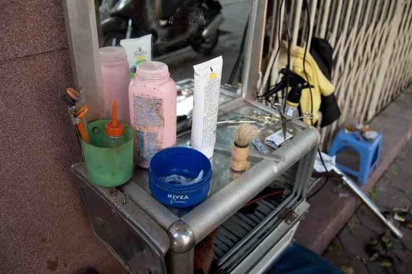 Werkzeug, Frisierladen auf der Quan Su - Street, Hanoi. Bild:phs