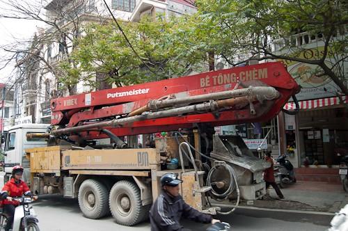 Eine Be Tong - Pumpe im Dienste der Firma Vibex. Hergestellt in Deutschland von Betonpumpen-Hersteller Putzmeister.