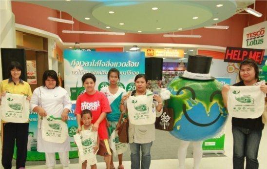 Phuket's Tesco Lotus give away cloth bags
