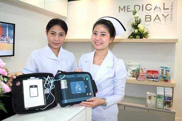 Staff at the new Medical Bay on the 3rd floor of Central Festival Phuket with one of three Automatic External Defibrillators (AEDs) purchased by the shopping centre to give life-saving first aid to heart attack victims in the international shopping mall, which welcomes more than 7,000 foreign shoppers daily. The AEDs were acquired at a cost of THB 300,000 - 500,000 each. Central Festival staff were given intensive first-aid training by medical staff from the nearby Phuket International Hospital.