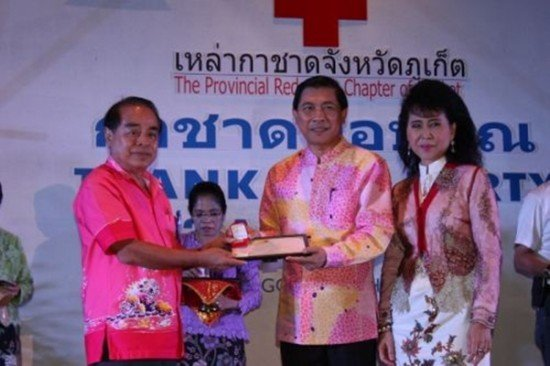 Phuket PAO honoured at Red Cross Fair