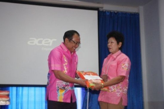 Phuket awards funds to Community Welfare Fund members