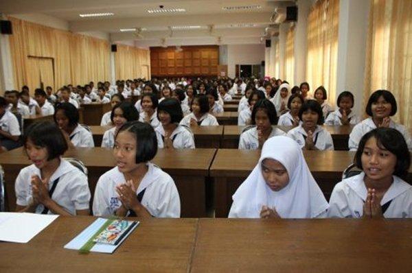 Phuket students receive Waste Management & Energy Recycling training