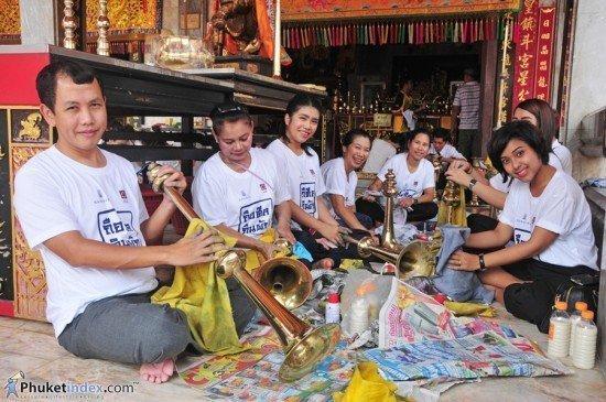 Sansiri organises Phuket temple clean-up