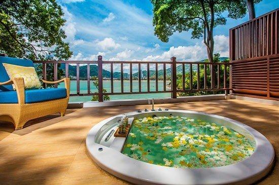 Welcome the green season with Thai Sabai Sabai promotion at Amari Phuket's Breeze Spa