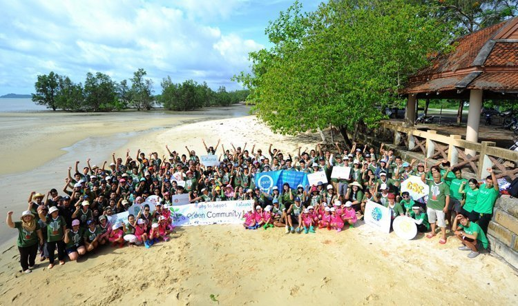 "Laguna Phuket on a Mission to Paint the World Green 11th Annual ""Greening Community"" Initiative Saw 2,000 Trees Planted in One Day"