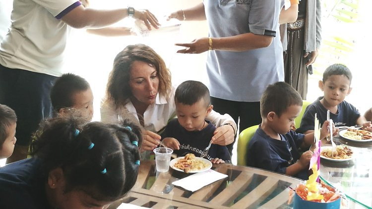 CSR : Stay for Good, feeding community together