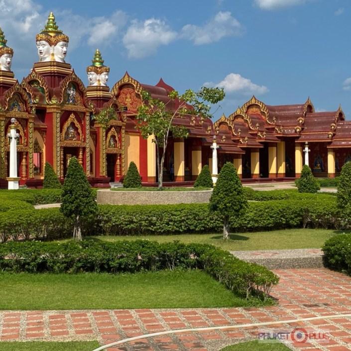 внутренний двор храма Ват Банг Тонг в провинции Краби