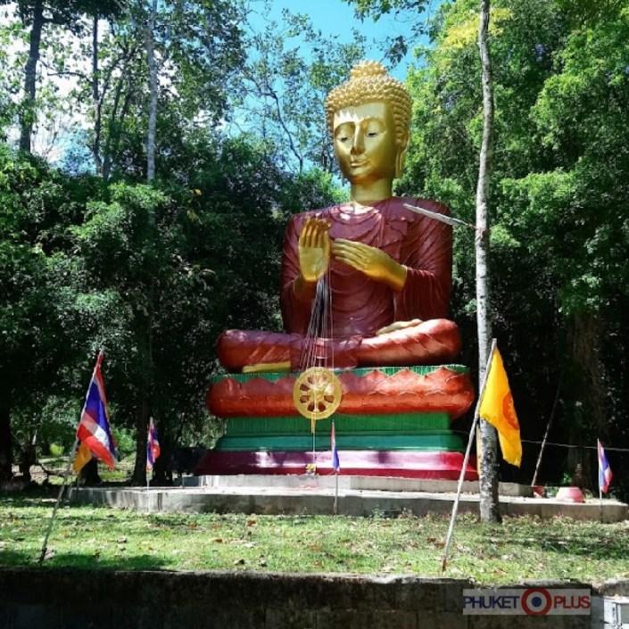 золотой будда в провинции Пханг Нга