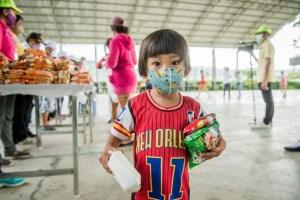 Помощь нуждающимся во время коронавирусного карантина в Таиланде
