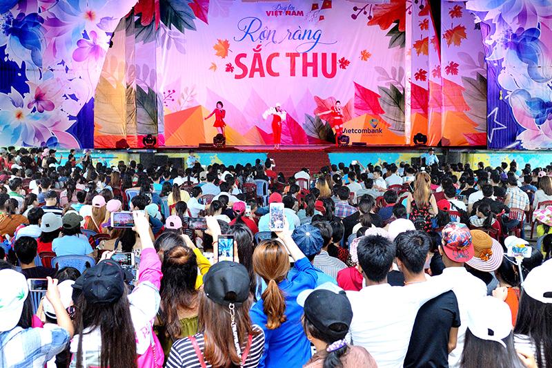 hoạt động lễ hội tại Đầm Sen