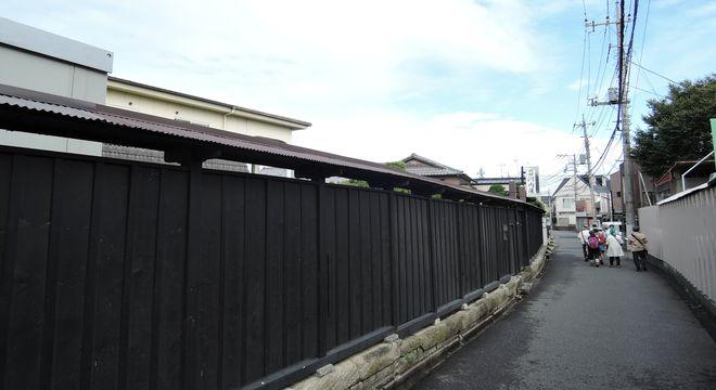 河内屋旅館の黒板塀