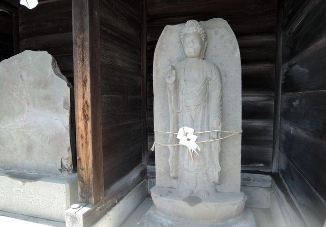 阿弥陀如来像付き念仏塔