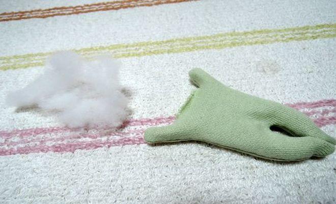 猫クリップの胴体部分に綿を入れていきます。