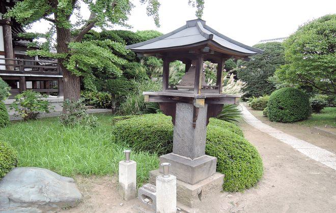 弘法大師像付き一千年御遠忌供養塔