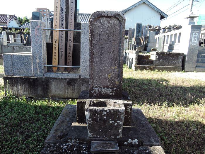 鈴木百淵夫婦の墓石