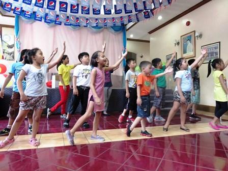 The children of the Association De Damar Filipinas performed for the MERCY Ambassadors!