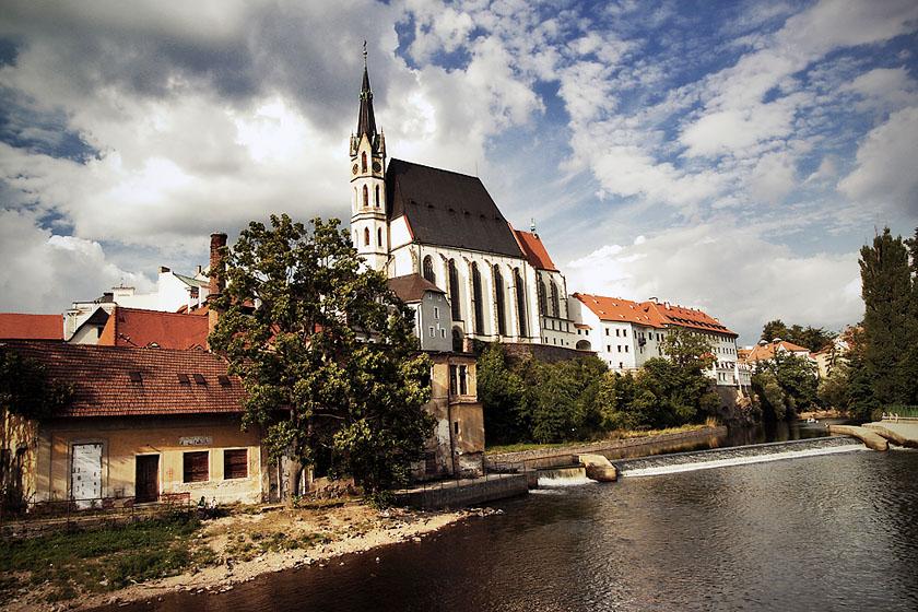 Kirche über der Moldau