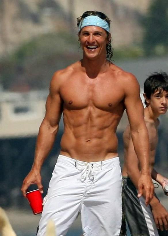 Matthew-McConaughey-sexy-abdos-muscles-pecs