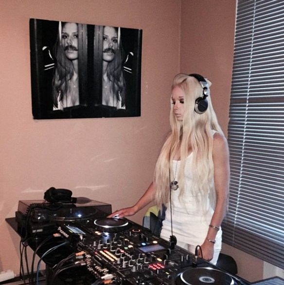 dj-belle-blonde