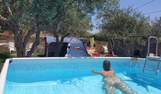 naturist accomodation sicily, naturisme sicilie, piscina naturista