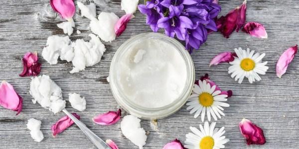 Comment sélectionner les bons cosmétiques anti-âge ? Comment prendre soin de sa peau naturellement ?