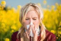 Wer allergisch auf Pollenflug reagiert leidet oft an Heuschnupfen