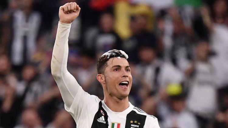 Ronaldo Beli Sepatu Dengan Harga Yang Tak Sampai 2 Juta