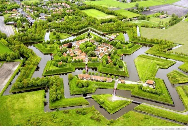 Il villaggio olandese civilizzato privo di strade, ecco come fanno
